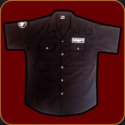 Una camisa negra